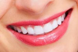 6 cách làm trắng răng tại nhà giúp răng trắng sáng tự nhiên